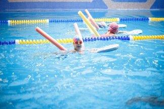 Фитнес-клуб с бассейном для детей - изображение