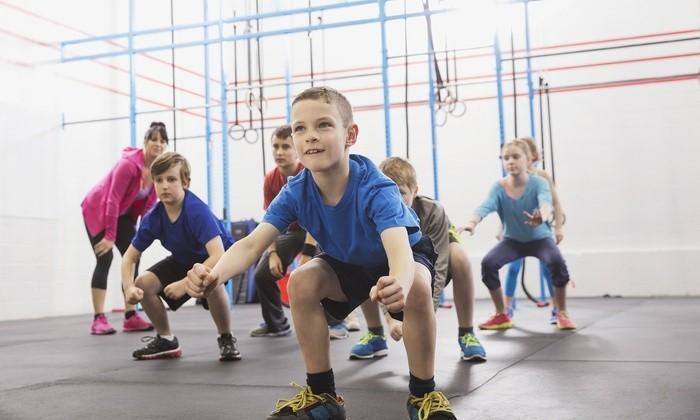 Упражнения в детском фитнес-зале - изображение