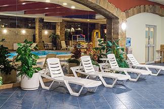 Тренажерный зал с бассейном - изображение