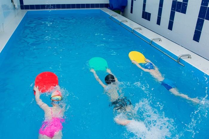 Групповые занятия для детей в бассейне - изображение